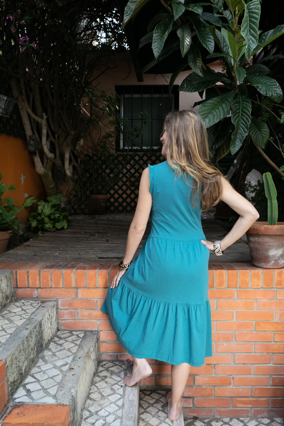 Vestido liso midi cor azul