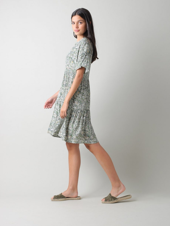 Vestido curto com decote em V
