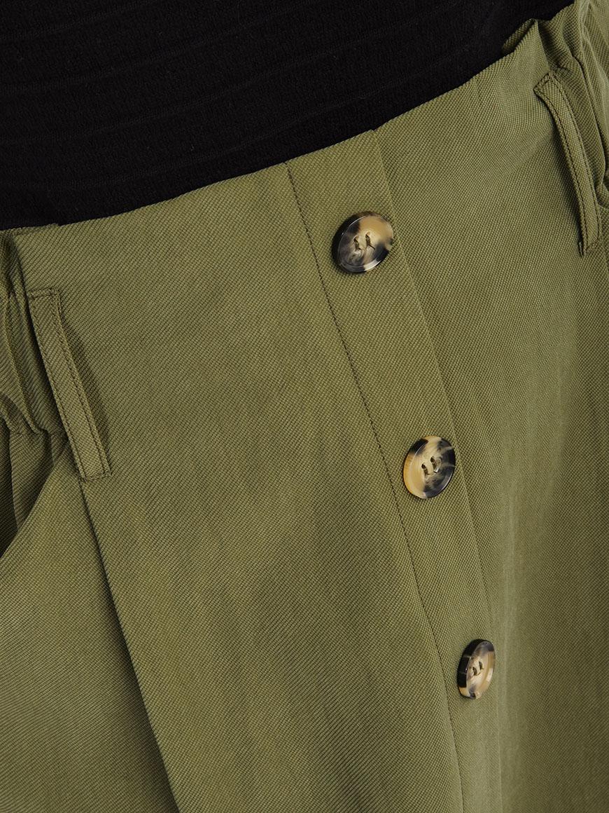 Mini saia com botões e cintura subida