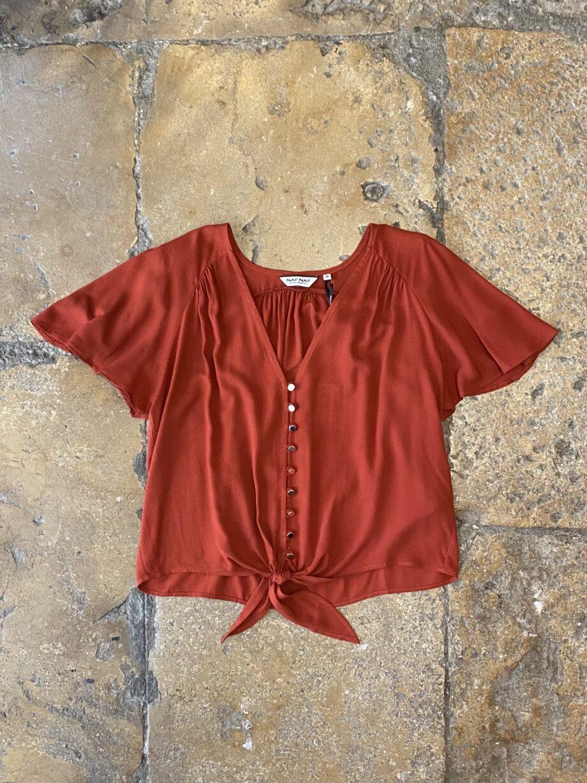 Blusa de manga curta com laçada