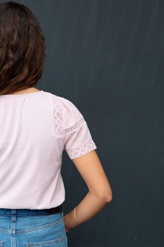 T-shirt manga bordada