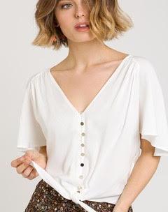 Blusa de manga curta com laçada em cor cru
