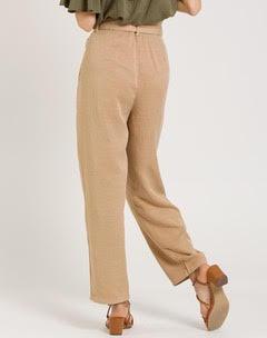 Calças alinhadas com laço